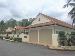 3 Bed House For Rent In East Pattaya - Freeway Villas