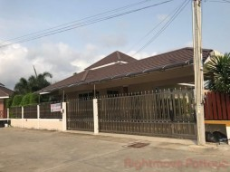 3 Bed House For Rent In East Pattaya - Chockchai 10