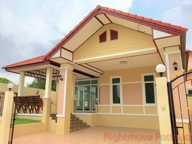 pobchoke garden hill house for sale in Bang Saray