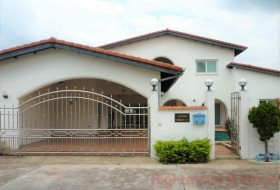5 Bed House For Rent In East Pattaya - Mabrachan Garden