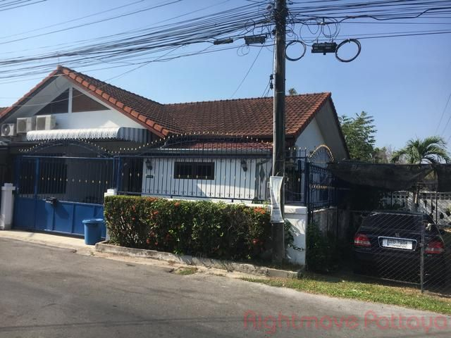 raviporn village house for sale in East Pattaya