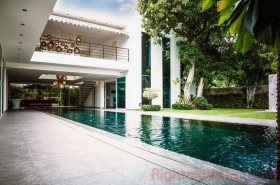 6 Bed House For Sale In Pratumnak - Not In A Village