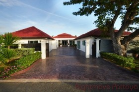 3 Beds House For Rent In Ban Amphur - Phoenix Gold Golf Club
