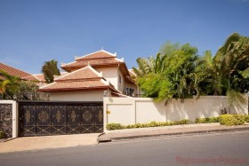 4 Beds House For Rent In Pratumnak - Not In A Village
