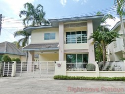 3 Beds House For Sale In East Pattaya - The Meadows