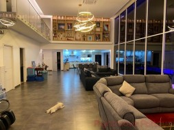 6 Beds House For Sale In Pratumnak