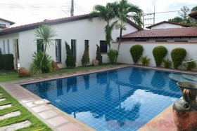 4 Bed House For Sale And Rent In East Pattaya - Mabrachan Garden