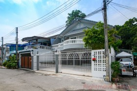 4 Beds House For Sale In Naklua - Not In A Village