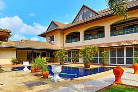5 Beds House For Sale In East Pattaya - El Grande