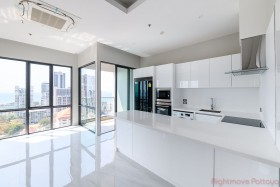 3 Beds Condo For Sale In Pratumnak - The Jewel