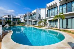 2 Bed House For Sale In Phoenix - Sunrise Villa Resort
