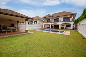 4 Beds House For Sale In East Pattaya - Lakeside Court 1