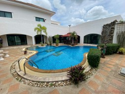 6 Beds House For Sale In East Pattaya - Santa Maria
