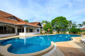 4 Beds House For Sale And Rent In East Pattaya - Not In A Village