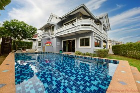 4 Beds House For Sale In East Pattaya - Country Club Villa