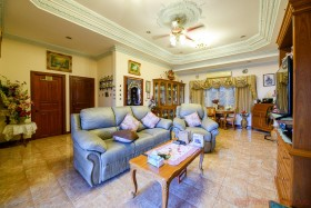3 Beds House For Sale In East Pattaya - Royal Green Park