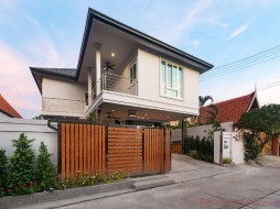 5 Beds House For Sale In Central Pattaya - Pattaya Lagoon